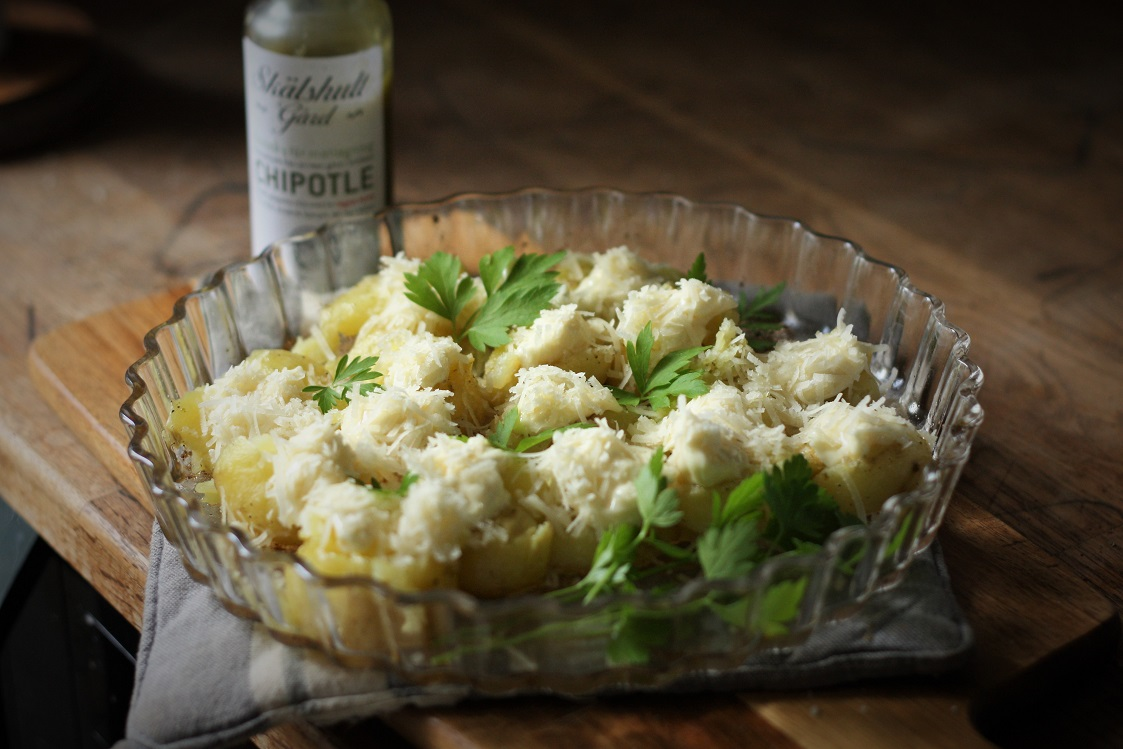 Ugnsrostad färskpotatis med chipotle, majonnäs och parmesan
