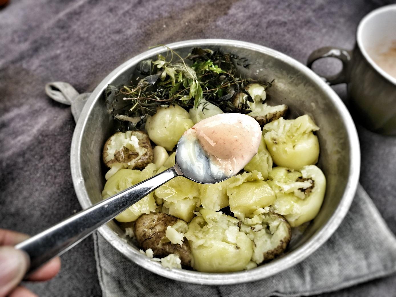 Krossad potatis med vitlök och chipotlemajonnäs