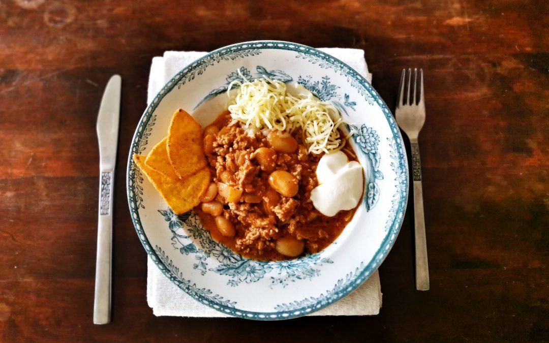 chili con carne på tallrik